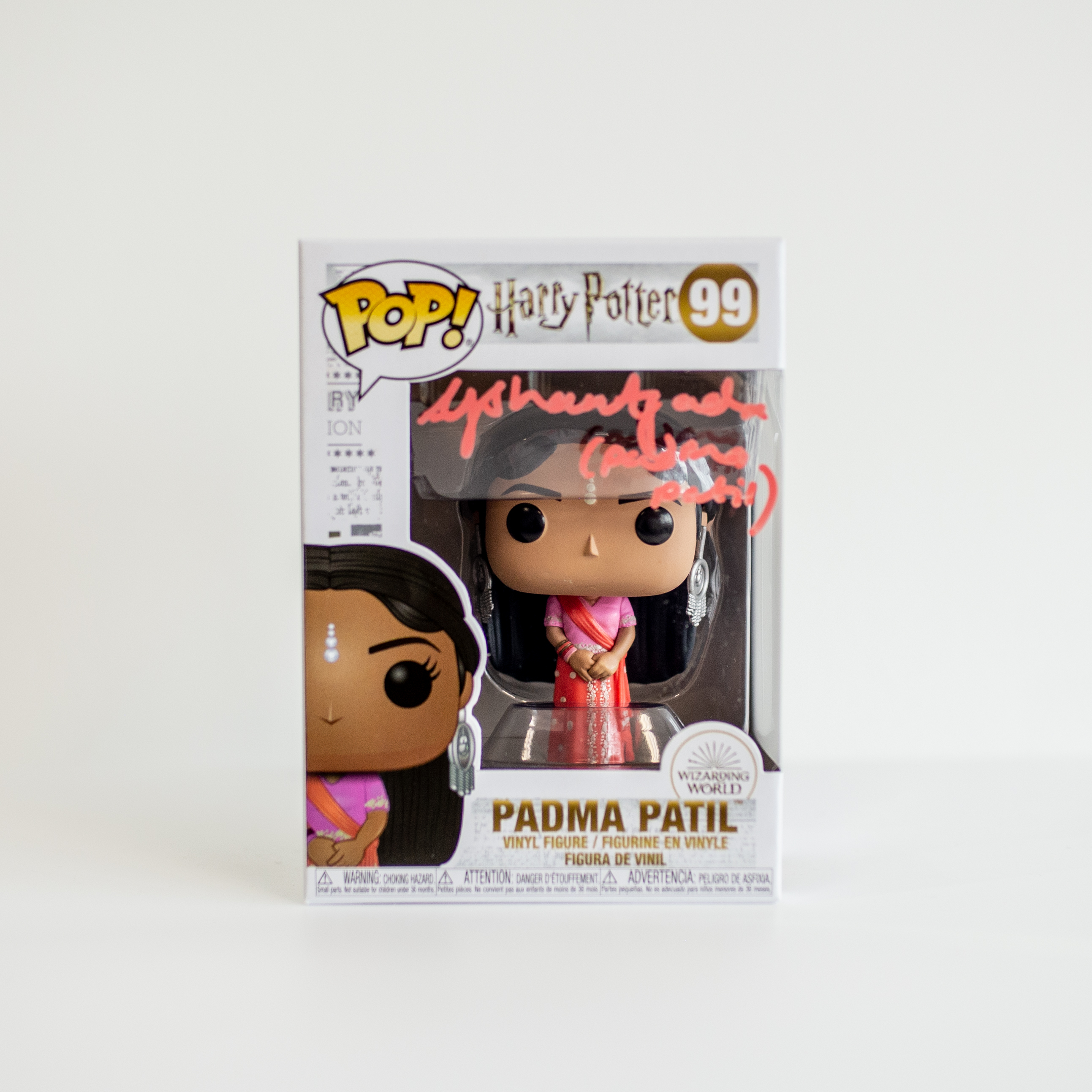 Afshan Azad Original Autogramm auf Funko POP! Harry Potter - Padma Patil (Pinke Signatur)